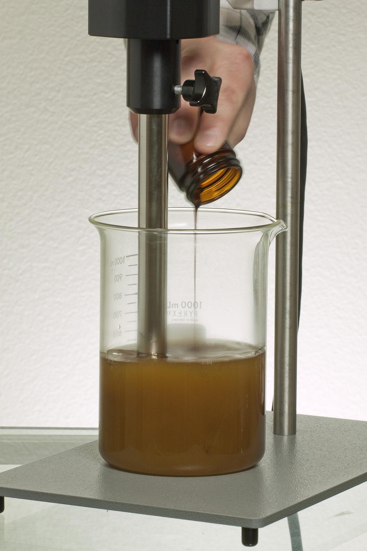 adding oil-3.jpg